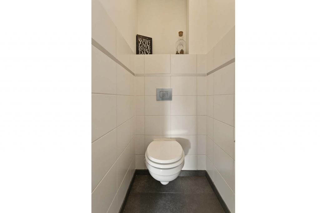 11 Toilet